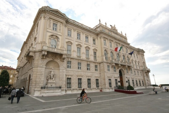 Il friuli venezia giulia invita il parlamento a for Rassegna stampa parlamento