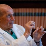 Veronesi attacca il proibizionismo, schierandosi per la legalizzazione