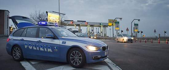 polizia al casello autostradale