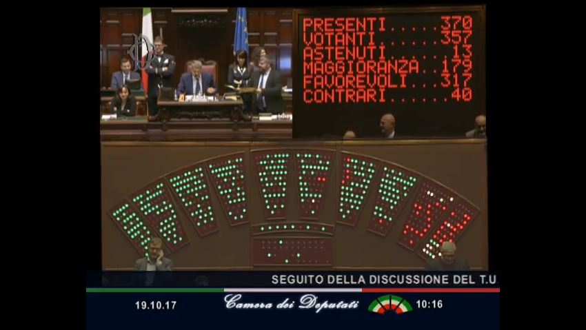 La camera dei deputati approva il farmacoligopolio quasi for Canale camera dei deputati