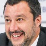 """Il Ministro dell'Interno Salvini: """"Negozi di Marijuana come i Centri Massaggi cinesi: mascherano bordelli"""""""