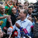 Georgia: candidato per la presidenza del paese distribuisce canne durante un evento e viene arrestato